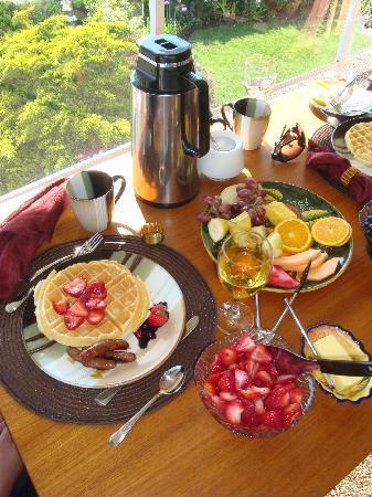KeriGlen Lakeview Bed & Breakfast: Belgian waffles . . .