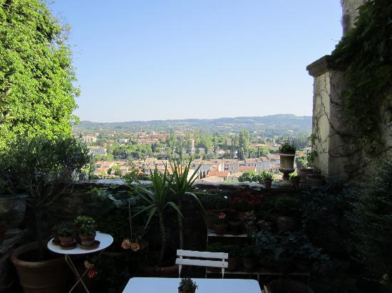 L'Evêché : Commanding view at breakfast on the terrace