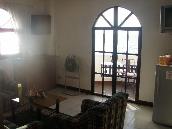 The Little Surfmaid Resort: Our suite's balcony doors fronting the Red China Sea