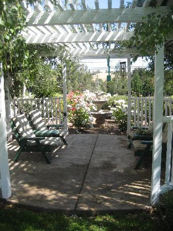 Meadowlark Inn: Gazebo