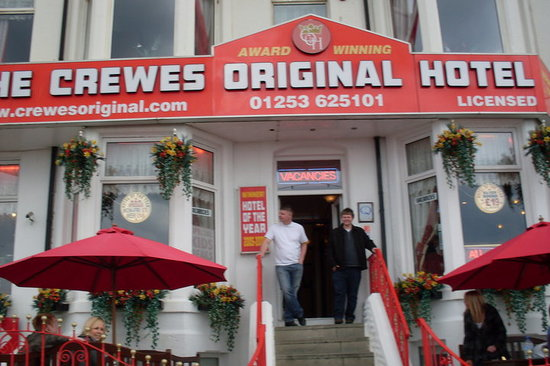 Crewes Original Hotel: Outside the hotel