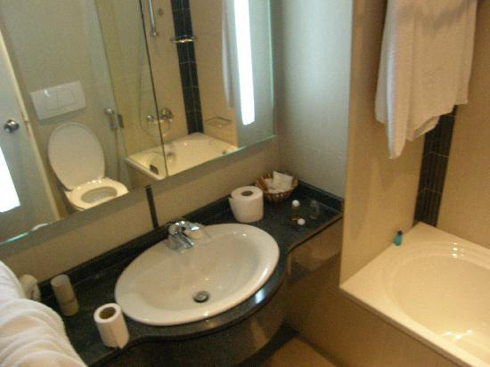 The Mayflower Hotel: New bathroom