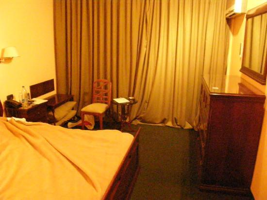 The Mayflower Hotel: Room