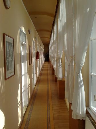 Csaszar Hotel: The corridor...