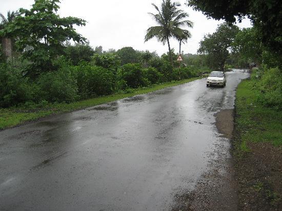 Hotel Sahyadri: Quiet & Calm Road in front of hotel