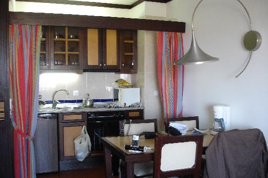 Hotel Paraíso de Albufeira: Kitchen - had everything we needed