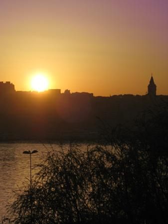 Balat Suites : Dawn over Galata Tower from Filyos apartments