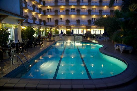GHT Hotel Neptuno: Neptuno pool at night