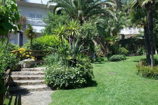 GHT Hotel Neptuno: Neptuno garden area