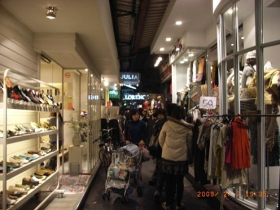 Wu Fen Pu (Wufenpu Garment Wholesale Area) : 目玉が50台湾ドル!