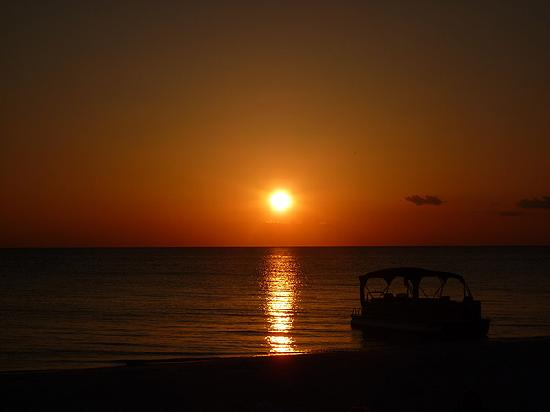 The Naples Beach Hotel & Golf Club: Sonnenuntergang am Hotelstrand