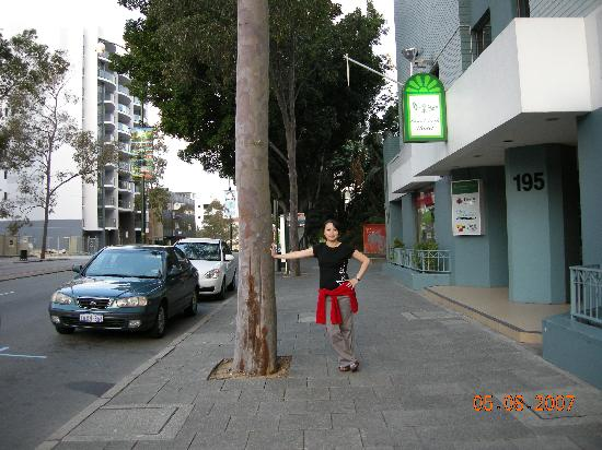 Comfort Inn & Suites Goodearth Perth: my wife at good earth hotel front