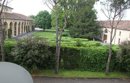 Villa Revedin: Blick in den Park