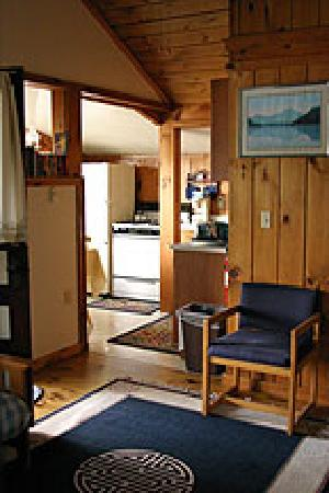 Water's Edge Cottages: Waters Edge Cottages - Loon Cabin 2008
