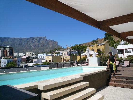 The Village Lodge: Dachterrasse Village Lodge mit Tafelberg