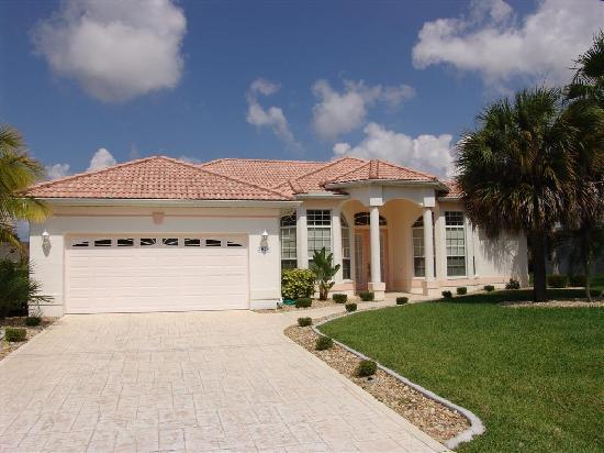Cape Coral, FL: Frontansicht Villa Alica