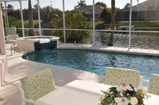Cape Coral, FL: Terrasse und Pool von Villa Alica
