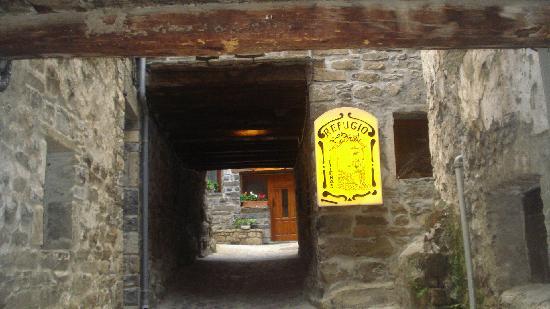Refugio Lucien Briet : Entrada del Refugio Rural L. Briet en Torla (Huesca), Navarra