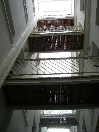 Hostal Puerta Carmona : il patio interno 2