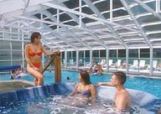 Americas Best Value Inn & Suites Lake George: Pool and Hot Tub