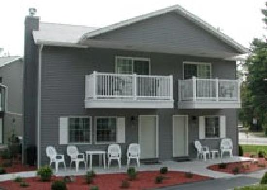 Americas Best Value Inn Lake George: Exterior of Townhouse