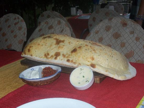 Club Palm Garden (Keskin) Hotel  & Apartments: turkish bread and relevant dips beautiful