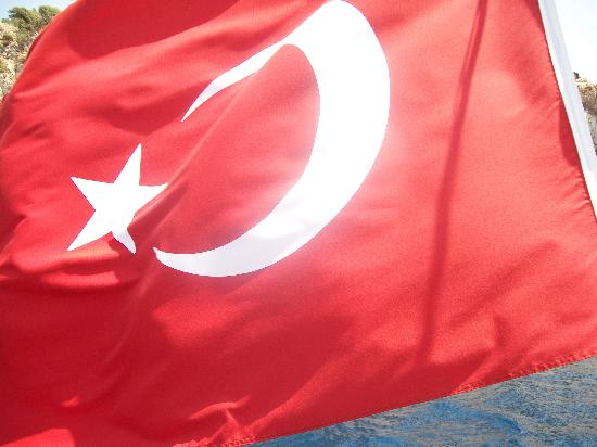 Club Palm Garden (Keskin) Hotel  & Apartments: turkish flag flying of the back of king cezar boat trip