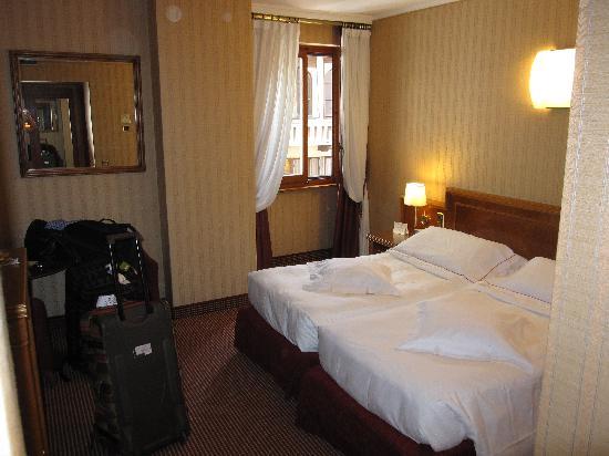 Lugano Dante Center Swiss Quality Hotel: Our spacious room (#205)