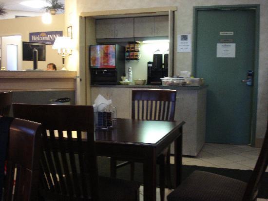 WelcomINNS: Breakfast area