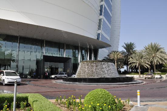 Burj Al Arab Jumeirah: Outside the main entrance