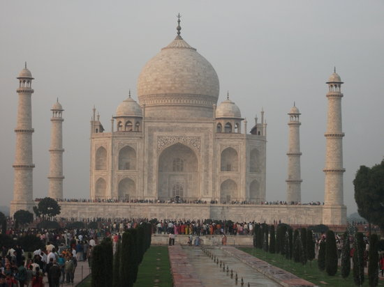 Agra, Indie: The famous Taj Mahal. Nov 2009.