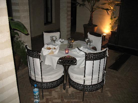 Riad Dar Selen : Table dressée avec goût par Abdellatif....