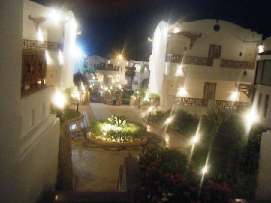 Tropicana Rosetta & Jasmine Club: way to the main lobby from our room