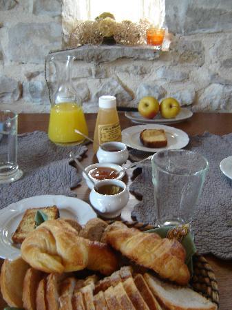 Les tilleuls d'Elisee: breakfast
