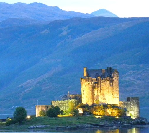 Loch Duich Hotel: Nightime view from hotel bedroom