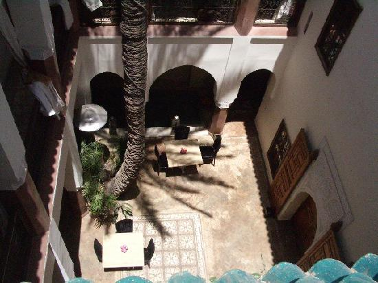 Zamzam Riad: Courtyard taken from terrace