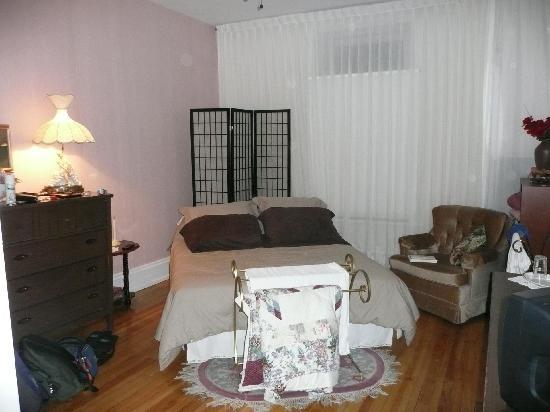 Bienvenue chez Mimi: Une chambre coquette...