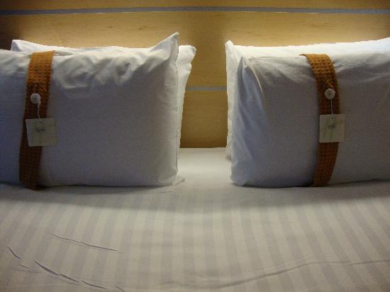 Holiday Inn Express Hamilton : Choice of pillows : )