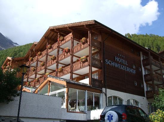 Hotel Schweizerhof Gourmet & Spa: Hotel Frontansicht