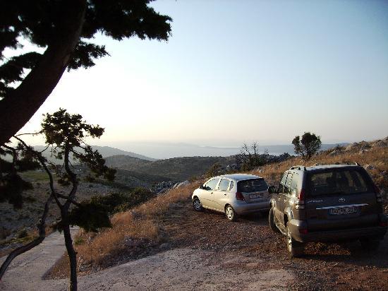 Vrboska, Croatia: Blick von den Bergen auf's Meer