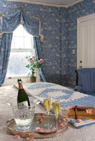 Birchwood Inn : The Hubbard Room