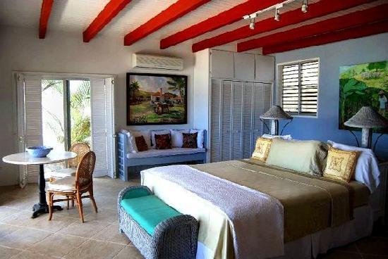 فورت ريكافري بيتشفرونت آند سويتس هوتل: Beautifully appointed master bedrooms in every villa!