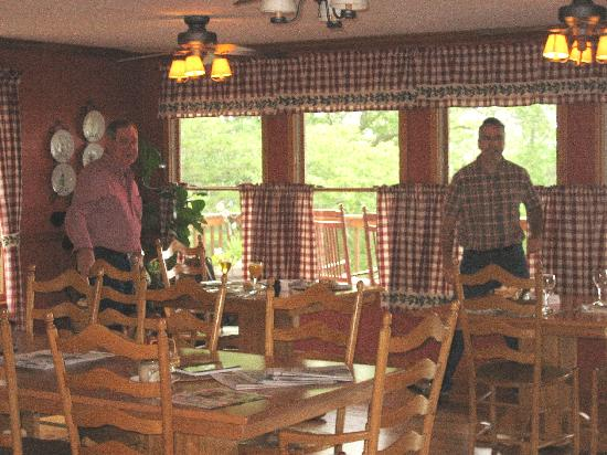 Berry Springs Lodge: Breakfast Room