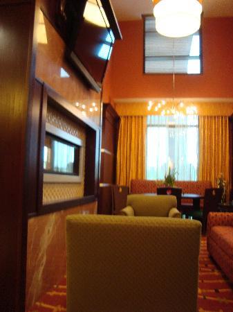 Hampton Inn & Suites Denver Highlands Ranch : Breakfast area and lounge