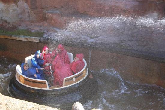 พอร์ทอเวนทูรา ปาร์ค: PortAventura - Grand Canyon Rapids (Wildwasserfahrt)