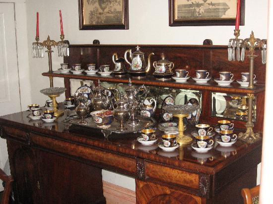 Riverside Bed and Breakfast: One of the many fine antique displays