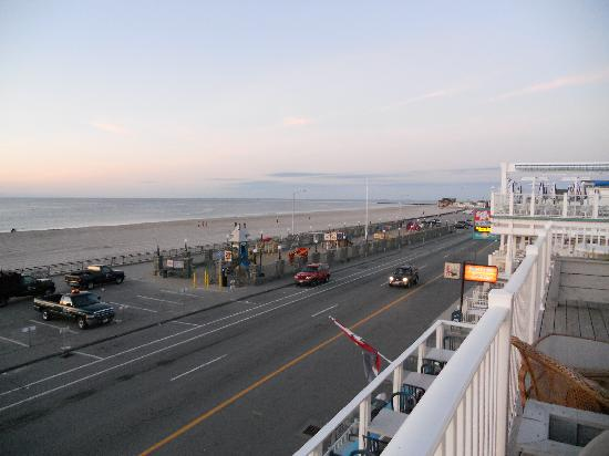 Boardwalk Inn: View at sunrise