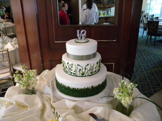 Trellises Garden Grille: My Gorgeous Cake!!  I literally jumped up and down when I first saw it!