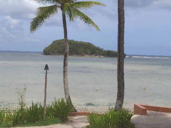 Hotel Santa Fe Guam: プールサイドからの景色です。