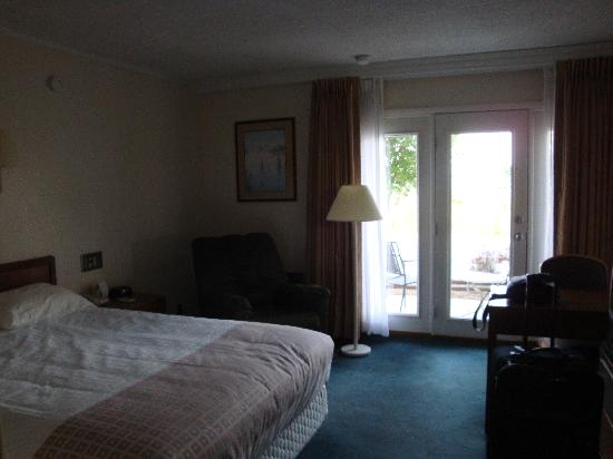 Travelodge Cookeville: picture of my room at the lodge